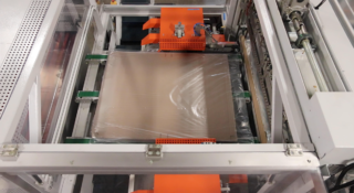 Four side sealer automatically seals different size packages in one run